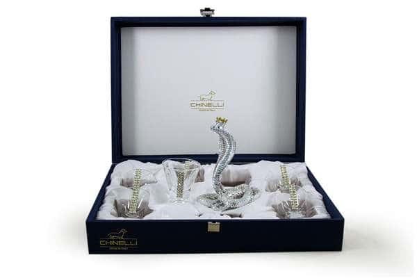 Набор для водки: 6 стопок со статуэткой Королевская кобра
