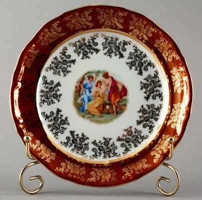 Мадонна красная Набор тарелок Bavarian Porcelain 19 см.