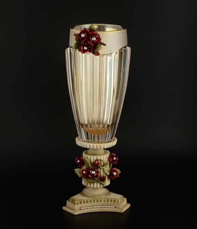 Ваза для цветов на ножке Cevik Group красные цветы