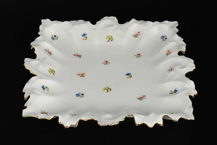 Мелкие цветы отводка золото Корона Блюдо фигурное квадратное QC 36 см