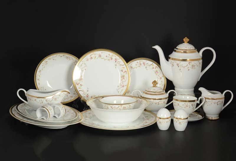 Цветочные мотивы Столово-чайный сервиз Royal Classics на 12 персон 79 предмет