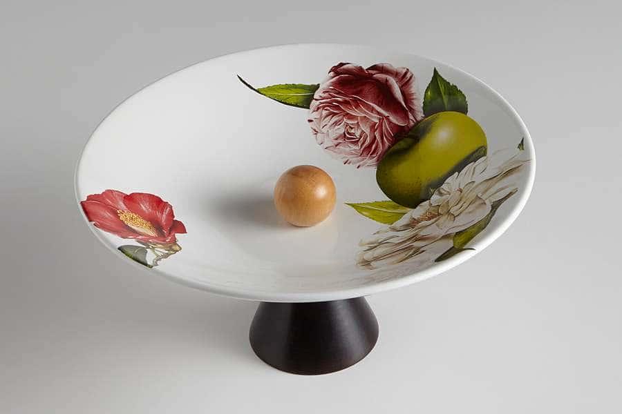 Ваза для фруктов на ножке Яблоки и камелии Ceramiche Viva  Италия