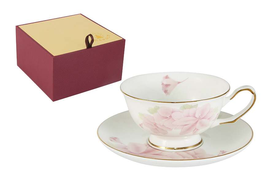 Чашка с блюдцем Розовые цветы