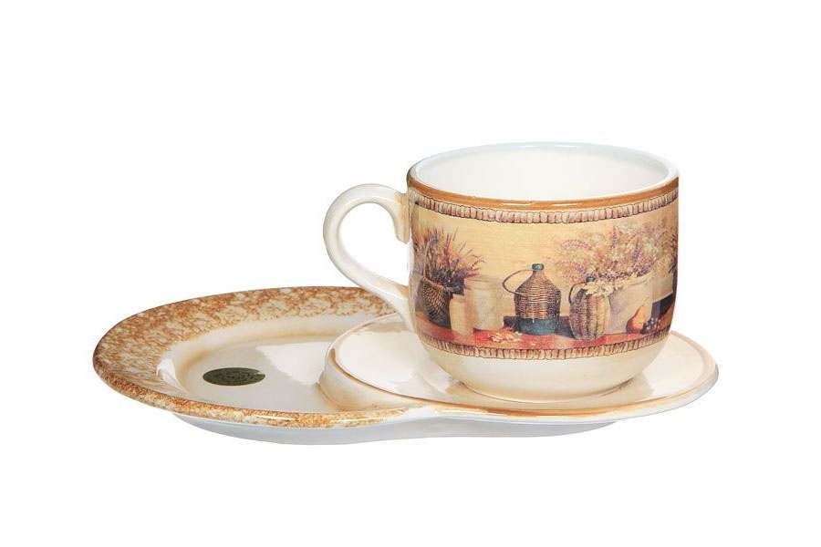 Чашка на маленьком подносе Натюрморт