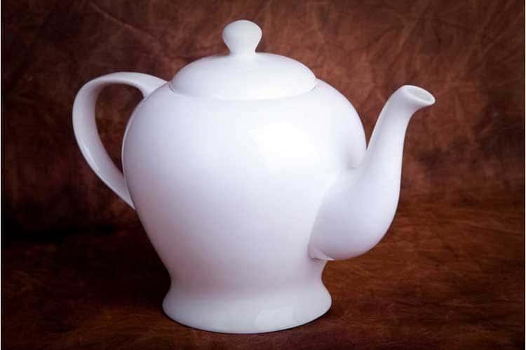 Классика Костяной фарфор АККУ в/с Заварочный чайник с крышкой 1,35 л