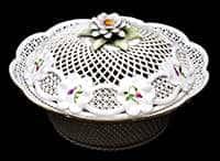 Весенний цветок Шкатулка круглая из фарфора МО 16 см